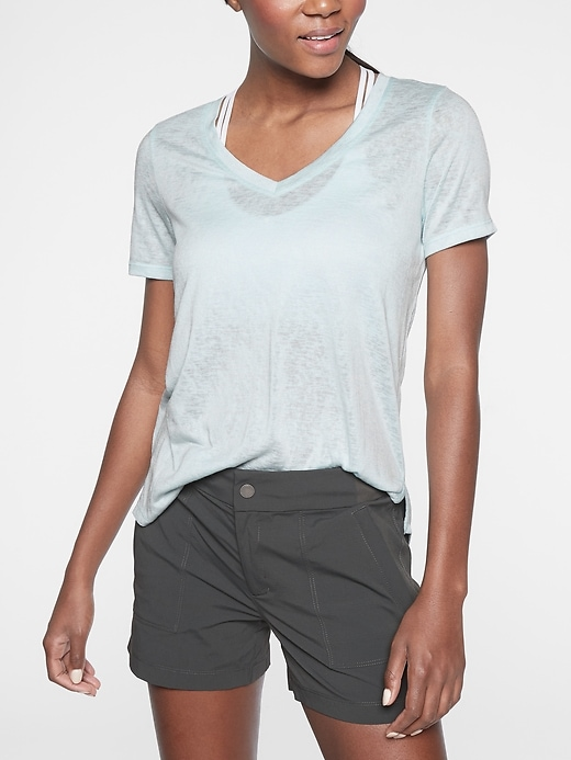Breezy Scoop V Tee